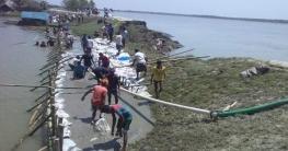 সাতক্ষীরায় নদীগর্ভে বেড়িবাঁধ বিলীন