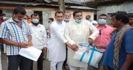 মোল্লাহাটে শ্রমিকদের মাঝে শেখ হেলাল উদ্দীন এমপির সহায়তা প্রদান