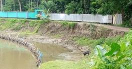 ফকিরহাটের সোনাখালী স্লুইচ গেট সংলগ্ন রাস্তাটির বেহালদশা : ভোগান্ত