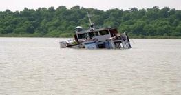 পশুর নদীতে সার বোঝাই কার্গো জাহাজ ডুবি